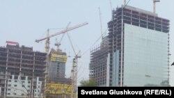 Вид на строящееся здание в Астане. Иллюстративное фото.