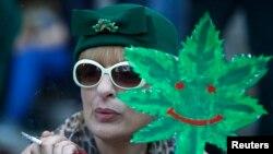 Участница демонстрации за легализацию марихуаны