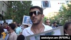 Մաքսիմ Սարգսյանը բողոքի երթի ժամանակ, Երևան, 14-ը հուլիսի, 2015թ.