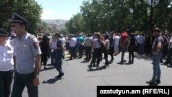 Сотрудники компании «Гудвин» требуют перекрыли проспект Баграмяна, Ереван, 29 мая 2019 г.