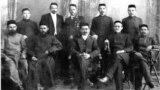 &quot;Я начал изучать историю татар периода конца XIX - начала XX века: в книгах были интересные фотографии. Я считаю этот период одним из самых интересных в нашей истории. Происходил подъем нации, строились мечети, медресе, татары достигали успеха во многих отраслях&quot;, &ndash; рассказывает Наиль.&nbsp;<br /> <br /> На фото &ndash; шакирды медресе (студенты религиозного учебного заведения) деревни Сафаджай (сейчас &ndash; Красная Горка) в Нижегородской области с преподавателем Абдулбяром Хабибуллиным. 1907 год