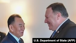 کیم یونگ چاول حین ملاقات با مایک پومپئو وزیر خارجه ایالات متحدۀ امریکا در نیویارک