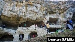 Двоповерхові печери Тепе-Кермена