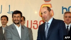 Armenia - President Robert Kocharian (R) with his Iranian counterpart Mahmud Ahmadinejad, Agarak, 19Mar2007