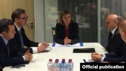 Premijeri Kosova i Srbije, Isa Mustafa i Aleksandar Vučić, sa šeficom diplomatije EU Federikom Mogerini, Brisel, 27. januar 2016. ilustrativna fotografija