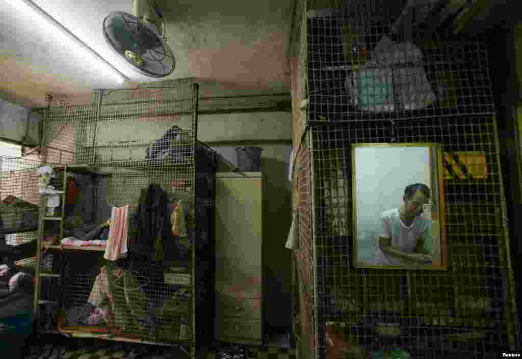 "A Hong Kong ""cage"" home"