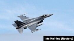 """През януари парламентът даде на Министерския съвет мандат да преговаря с правителството на САЩ и """"Локхийд Мартин"""" за придобиване на изтребители F-16."""