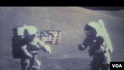 Ilustrim i ecjes së astronautëve në Hënë