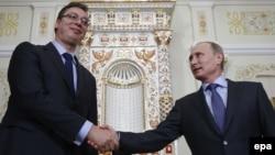 Орус президенти Владимир Путин серб премьери Александр Вучич менен Москвадагы сүйлөшүү учурунда, 8-июль, 2014-жыл.