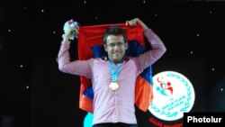 Turkey - Grandmaster Levon Aronian celebrates Armenia's victory in the 2012 World Chess Olympiad in Istanbul, 9Sept2012.