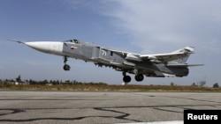 Латакиядағы әскери базадан ұшып шығып бара жатқан Ресейдің Су-24 бомбалаушы ұшағы.