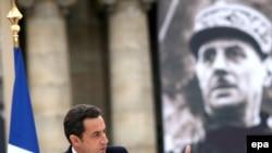 Франция -- Президент Николя Саркози 43 жылдан кийин Шарл де Голлдун чечимин өзгөртүп,өлкөнү НАТОнун аскерий структураларына кайра кошту.