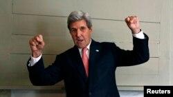 """ABŞ-nyň döwlet sekretary Jon Kerri Bagram bazasyndaky hüjümi """"ýigrenji we namart hüjüm"""" diýip atlandyrdy."""