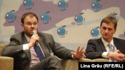 Sergiu Cioclea alături de guvernatorul demisionar al BNM, Dorin Drăguțanu, la forumul economic UE-Moldova, martie 2011