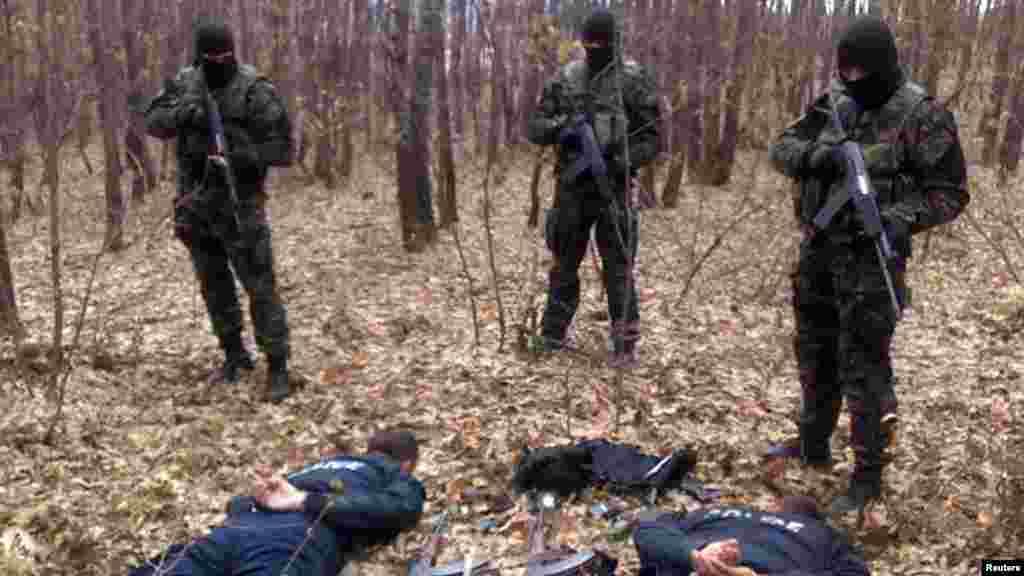 Srbija/Kosovo - Pripadnici srpske žandarmerije uhapsili su dva kosovska policajca u Medarama, dok misija KFOR-a istražuje okolnosti hapšenja, 31.03.2012.