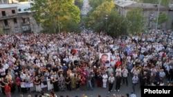 Армянская объединенная оппозиция после более пятимесячного перерыва провела митинг в центре Еревана