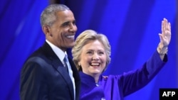 Президент США Барак Обама (слева) и кандидат в президенты США от Демократической партии Хиллари Клинтон. Филадельфия, 27 июля 2016 года.