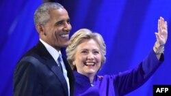 АҚШ президенті Барак Обама мен Демократиялық партиядан президенттікке үміткер Хиллари Клинтон. Филадельфия, 27 шілде 2016 жыл.