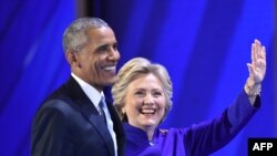 Barak Obama Pensilvaniya shtatida davom etayotgan demokratlar qurultoyining uchinchi kunida Hillari Klinton bilan.