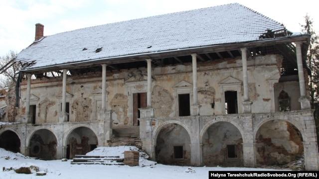 Палац замку в Поморянах