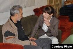 Andrei Ursu discutînd cu Monica Macovei