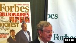 Шеф-редактор журнала Forbes Стив Форбс на пресс-конференции в Нью-Йорке, 10 марта 2010 года