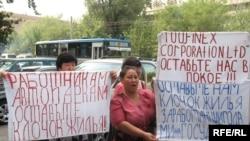 Пикет у офиса компании «Файнекс Корпорэйшн». Алматы, 29 августа 2008 года.