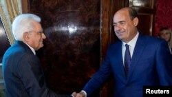 Italijanski predsjednik Serđo Matarela (lijevo) i čelnik Demokratske partije Nikola Zingareti