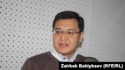 Азат Эркебаев.