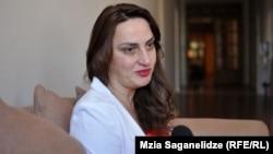 თეონა დოლენჯაშვილი