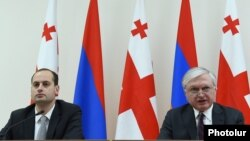Armenia - Foreign Minister Edward Nalbandian and his Georgian counterpart Mikheil Janelidze at a news conference in Yerevan, 25Mar2016.