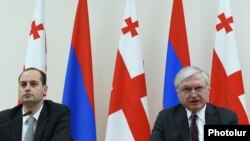 Главы МИД Армении и Грузии Эдвард Налбандян (справа) и Михаил Джанелидзе (архив)