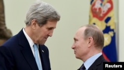 U.S. Secretary of State John Kerry (left) says he will meet with Russian President Vladimir Putin (right) with an eye toward pushing Syrian peace talks forward. (file photo)