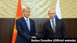 Алмазбек Атамбаев менен Владимир Путин.