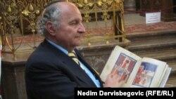 Jakob Finci sa hagadom u Pragu, juni 2012. foto: Nedim Dervišbegović
