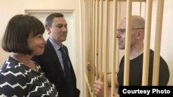 Рудников и его адвокаты - Анна Паничева и Тумас Мисакян