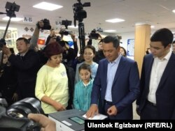 Entrepreneur and oil trader Omurbek Babanov votes along with his family in Bishkek on October 15.