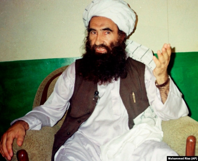 Dzsalaluddin Hakkani, a Hakkani-hálózat nevű militáns csoport alapítója Miram Sahban, 1998. augusztus 22-én.