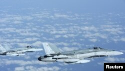 Канадские военные самолёты над Средиземным морем