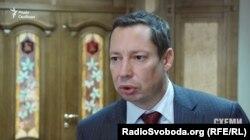 Голова правління «Укргазбанку» Кирило Шевченко, вважає: якщо банк за дним кредитом не отримує ніяких платежів, то працювати з проблемною заборгованістю можна шляхом продажу такого активу