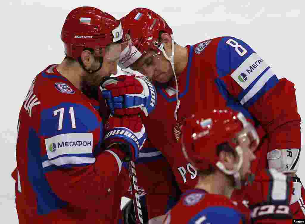 Russia's Ilya Kovalchuk (left) and Aleksandr Ovechkin react after their devastating 8-3 loss to Team USA in their 2013 IIHF Ice Hockey World Championship quarterfinal match in Helsinki. (Reuters/Grigory Dukor)
