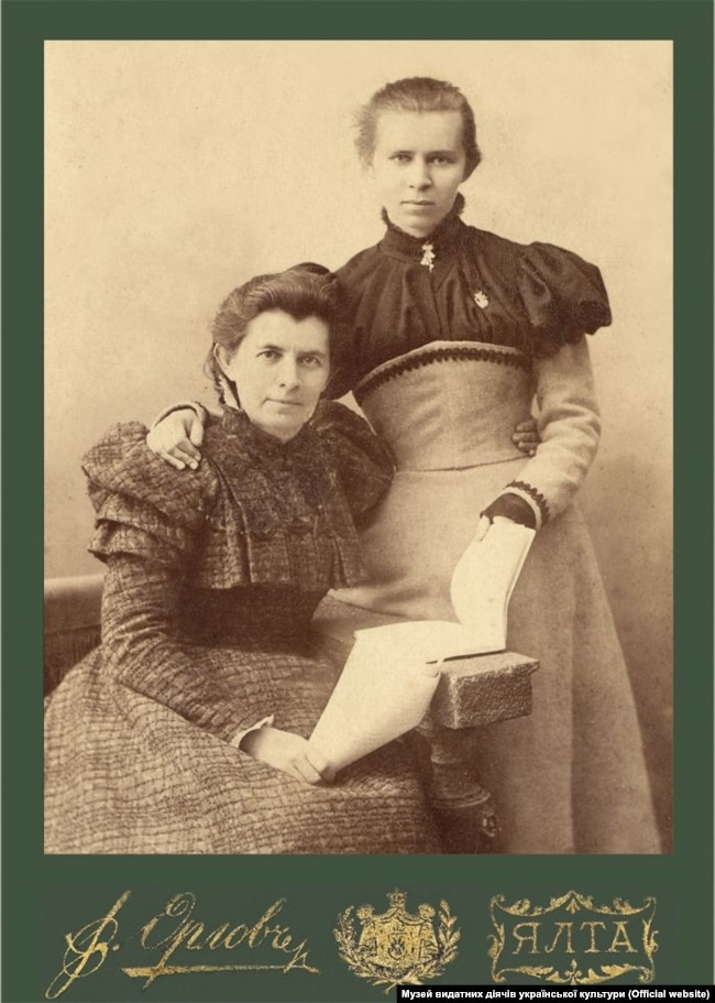 Леся Українка з матір'ю, письменницею Оленою Пчілкою. Ялта, 1898 рік