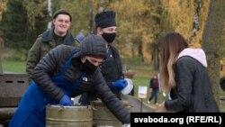 Каша на мітынгу ў падтрымку Лукашэнкі ў Горадні. 31 кастрычніка 2020 году.