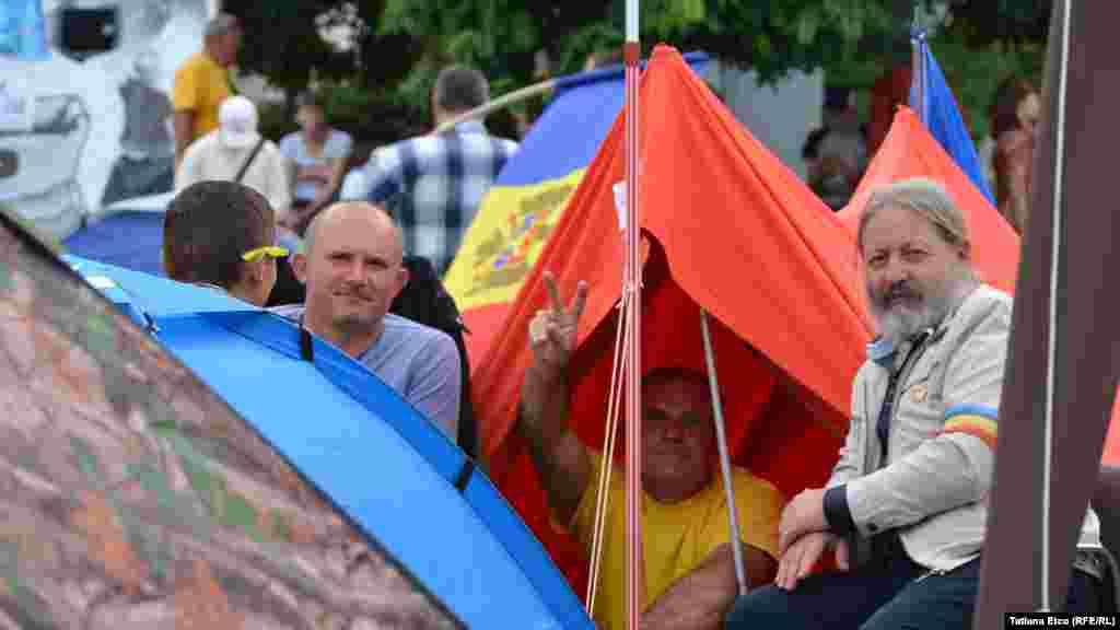 Moldova, Massive antigovernmental protest in central Chisinau enters the 5th consecutive day
