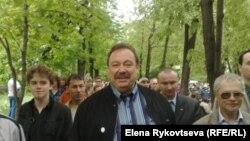 Депутат Госдумы Геннадий Гудков на акции гражданских активистов (в центре)