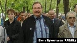 Депутат Геннадий Гудков на Контрольной прогулке по Москве писателей и читателей