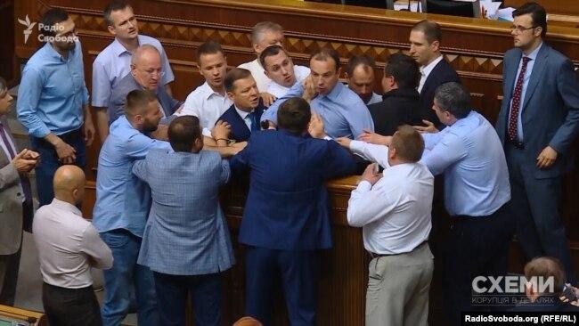 Обрання аудитора НАБУ в парламенті супроводжувалося навіть бійками