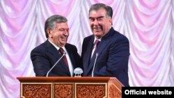 Эмомалӣ Раҳмон ва Шавкат Мирзиёев