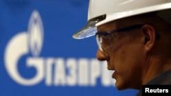 """Рабочий на ветке газопровода """"Южный поток"""" в Нижегородской области."""