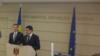 """Leul moldovean între """"cușca"""" BNM și stradă"""